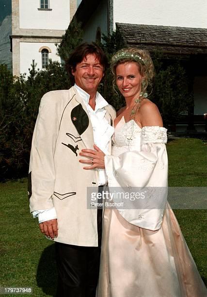Herbert Herrmann mit Ehefrau Karin, geb. Gustke, Hochzeit, Grindelwald/Schweiz, Brautkleid, in weiß, Braut, Bräutigam, Schauspieler, Promis,...