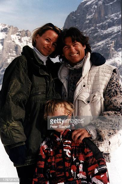 Herbert Herrmann mit Lebensgefährtin Karin undSohn Christopher Uhlen Ski Urlaub Grindewald/Schweiz Winter SonnerbrilleBerge