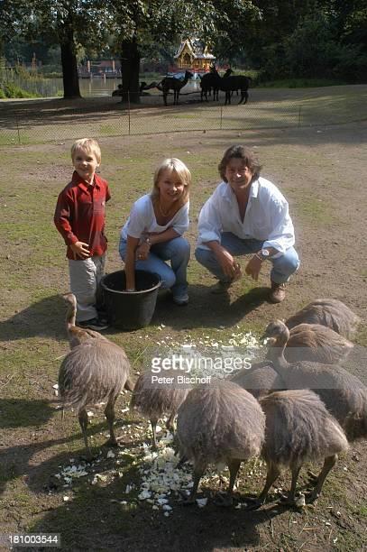 """Herbert Herrmann, Sohn Phillip-Leon Herrmann, Lebengefährtin Nora von Collande, Zoobesuch, Hamburg, , """"Hagenbecks Tierpark"""", Schauspieler,..."""