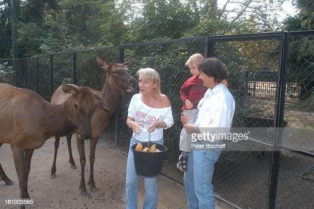 Herbert Herrmann Sohn PhillipLeon Herrmann Lebengefährtin Nora von Collande Zoobesuch Hamburg Hagenbecks Tierpark Schauspieler Schauspielerin...