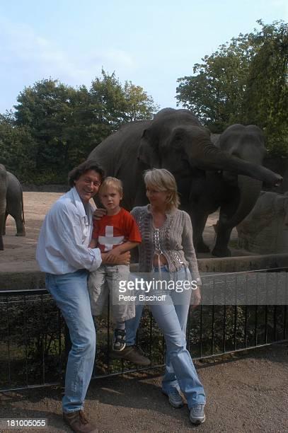 Herbert Herrmann Sohn PhillipLeon Herrmann Lebengefährtin Nora von Collande Zoobesuch Hamburg Hagenbecks Tierpark Schauspieler Schauspielerin Elefant...