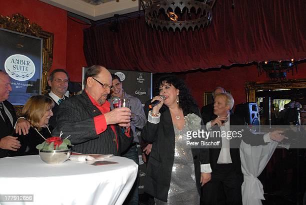 Herbert Köfer Ehefrau Heike dahinter vlnr Uli Wegner Angelika Mann Matthias Platzeck Marko Huck Andy Moor Feier zum 90 Geburtstag von H K F E R Amber...