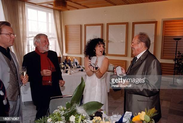 """Herbert Köfer, Ehefrau Heike Knochee, Dietmar Schönherr, Wolfgang Lippert , Hochzeit, Luisenhain, Restaurant """"Seeresidenz"""", Berlin, Deutschland,..."""