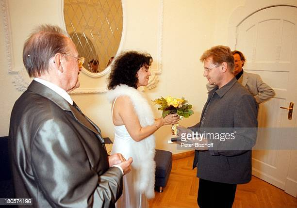 Herbert Köfer, Ehefrau Heike Knochee, Dirk;Retzlaff , Wolfgang;Lippert, Hochzeit, Standesamt Köpenick,;Rathaus, Berlin, Deutschland, Europa,...