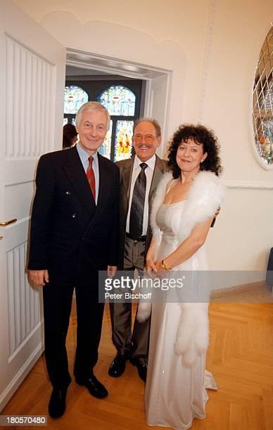 Herbert Köfer, Ehefrau Heike Knochee, Dr.;Klaus Ulbricht , Hochzeit, Standesamt Köpenick,;Berlin, Deutschland, Europa, Bräutigam, Braut, Brille;!...