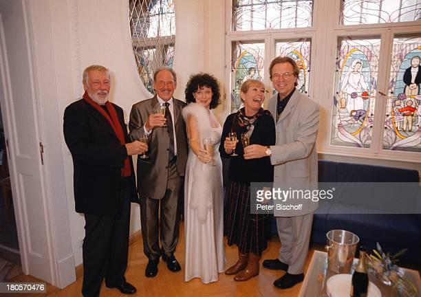 Herbert Köfer, Ehefrau Heike Knochee,;Dietmar Schönherr, Ehefrau Vivi Bach,;Wolfgang Lippert, Hochzeit, Standesamt;Köpenick, Berlin, Deutschland,...