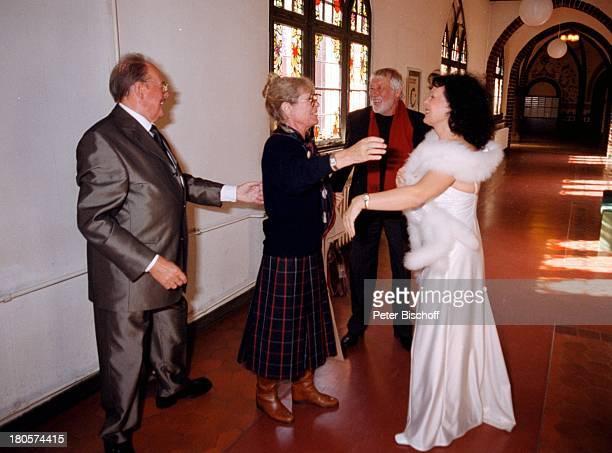Herbert Köfer, Ehefrau Heike Knochee,;Dietmar Schönherr, Ehefrau Vivi Bach,;Hochzeit, Standesamt Köpenick, Rathaus,;Berlin, Deutschland, Europa,...