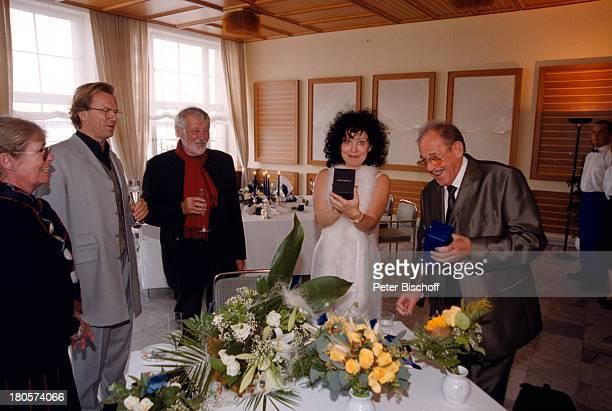"Herbert Köfer, Ehefrau Heike Knochee,;Dietmar Schönherr, Wolfgang Lippert, Vivi;Bach, , Hochzeit, Luisenhain,;Restaurant ""Seeresidenz"", Berlin,..."