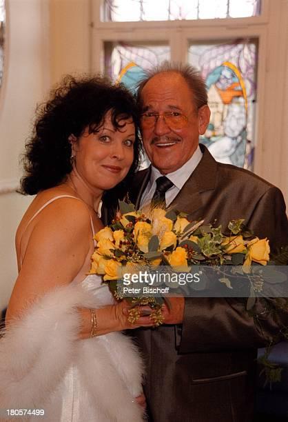 Herbert Köfer, Ehefrau Heike Knochee,;Hochzeit, Berlin, Deutschland, Europa, Köpenick, Rathaus,;Standesamt, Trauzimmer, Brille, Braut,;Bräutigam,...