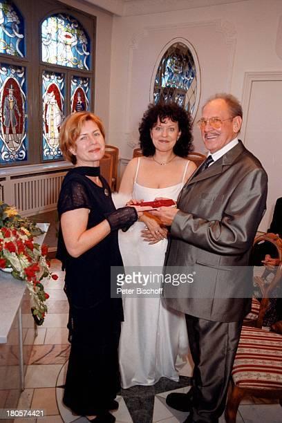 Herbert Köfer, Ehefrau Heike Knochee,;Standesbeamtin Marion Lämmel, Hochzeit,;Rathaus, Berlin, Deutschland, Europa, Köpenick, Rathaus,;Standesamt,...
