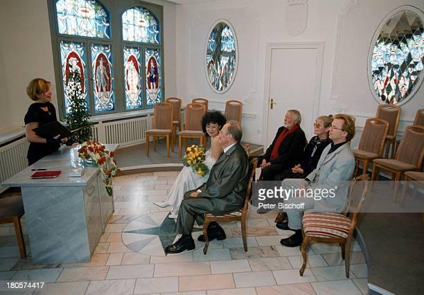 Herbert Köfer, Ehefrau Heike Knochee,;Standesbeamtin Marion Lämmel, Dietmar;Schönherr, Ehefrau Vivi Bach, Wolfgang;Lippert, Hochzeit, Standesamt...