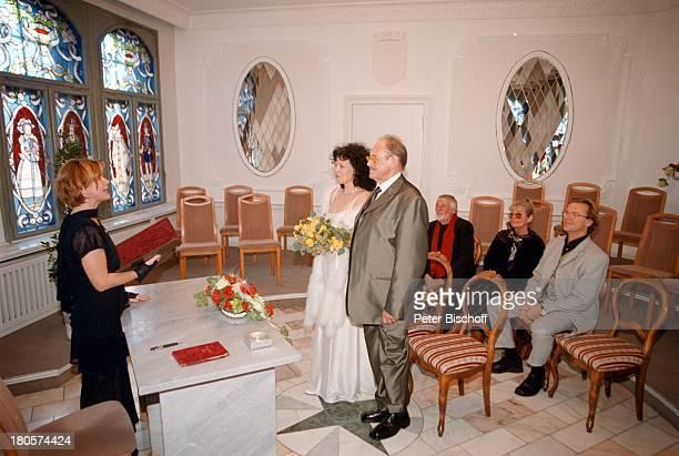 Herbert Köfer Ehefrau Heike KnocheeStandesbeamtin Marion Lämmel WolfgangLippert Vivi Bach Dietmar Schönherr Hochzeit Berlin Deutschland Europa...