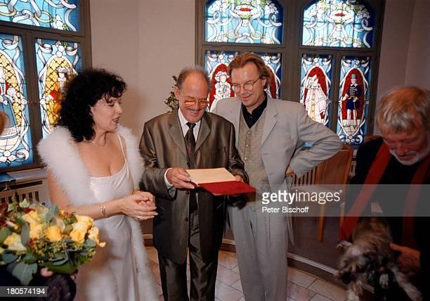 Herbert Köfer, Ehefrau Heike Knochee,;Wolfgang Lippert, Dietmar Schönherr,;Hochzeit, Standesamt Köpenick, Rathaus,;Berlin, Deutschland, Europa,...