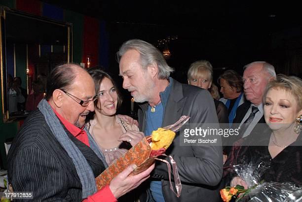 """Herbert Köfer, Margrit Sartorius, Ehemann Siemen Rühaak, Schauspielerin, Barbara Schöne , Feier zum 90. Geburtstag von H. K ; F E R, """"Amber Suite"""" im..."""