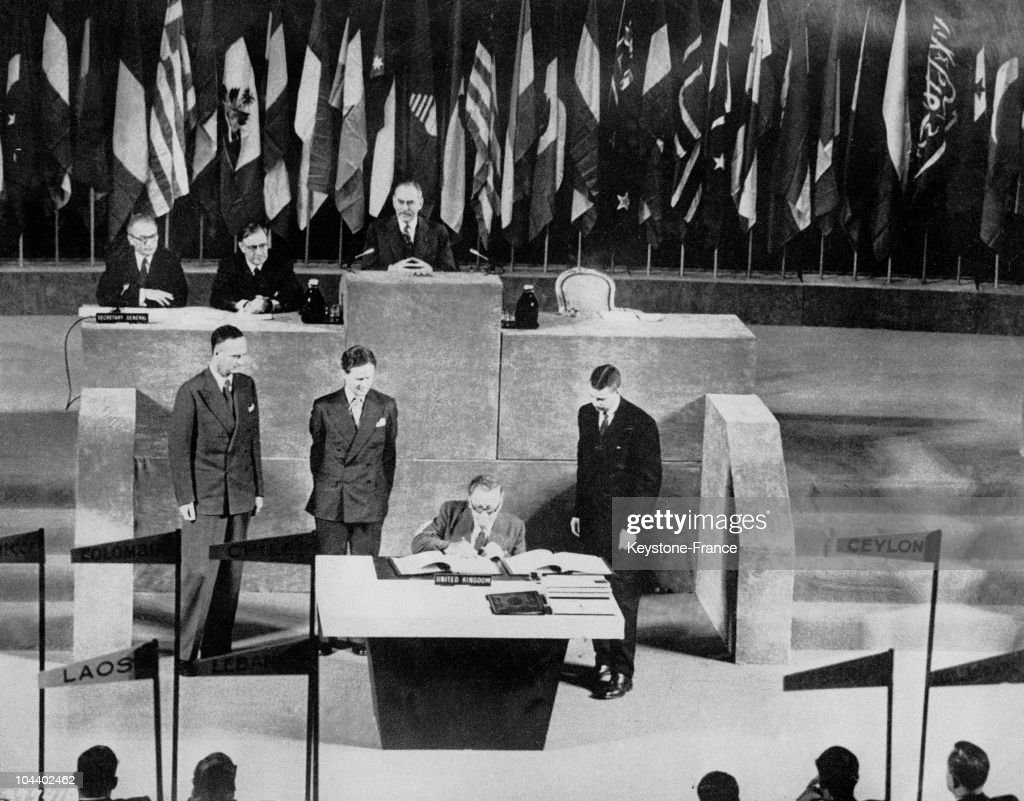 Herbert MORRISSON, for England, signing the peace treaty with Japan. With this peace treaty, Japan was forced to give up its colonies (Formosa, Korea, Sakhalin Island, the Kouriles Islands etc.) but was given complete political and economic sovereignty. However the United States continued to station its armed forces there. This treaty was signed by 49 countries and refused by Poland, the USSR, and Czechoslovakia.