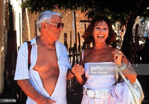 Herbert Reinecker Heide KellerZDFReihe Traumschiff Brasilien DreharbeitenSonnenbrille Schauspieler Schauspielerin Promis Prominente Prominenter