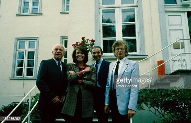 Herbert Tennigkeit Eva Renzi Pinkas Braun Name auf Wunsch RTL Serie Sylter Geschichten Folge Wüstensöhne Sylt Schloss Haus Treppe