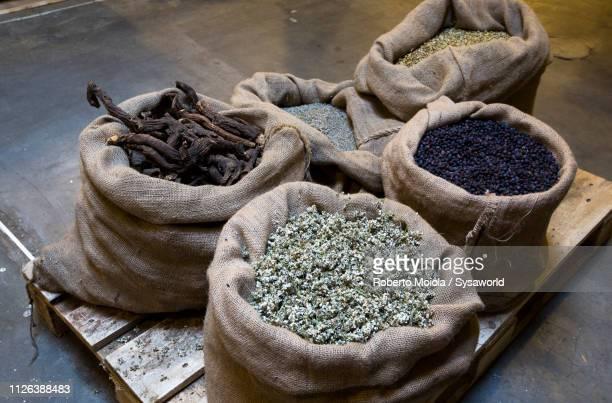herbs for making liquor amaro braulio, italy - asensio fotografías e imágenes de stock