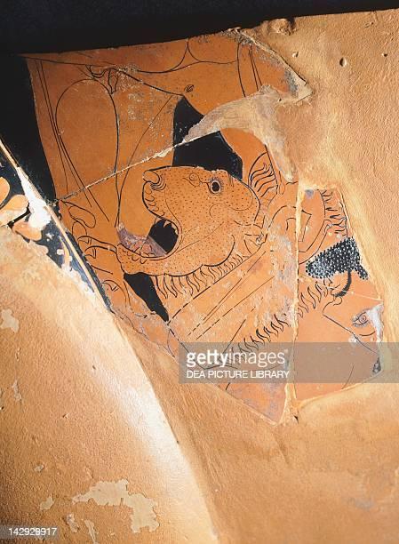 Hercules fighting the Nemean lion by Euphronios pottery Greek Civilization 6th Century BC Paris Musée Du Louvre