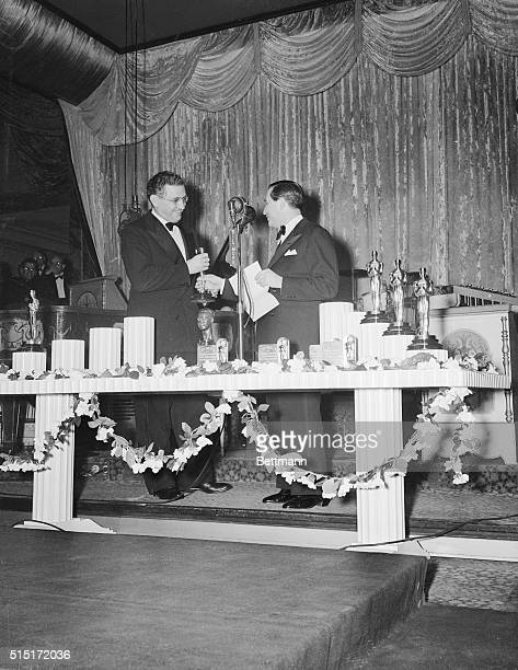 Here are some scenes at the 13th Annual Awards Dinner of the Academy of Motion Picture Arts and Sciences at which outstanding performances in 1940...