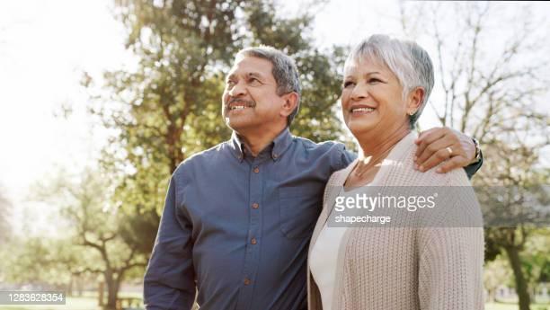 hier kommt unser glückliches immer nach - lateinamerikaner oder hispanic stock-fotos und bilder