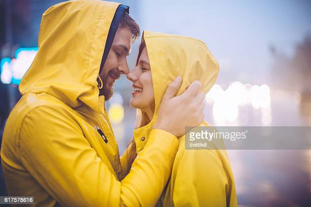 here comes the kiss - couples kissing shower stock pictures, royalty-free photos & images