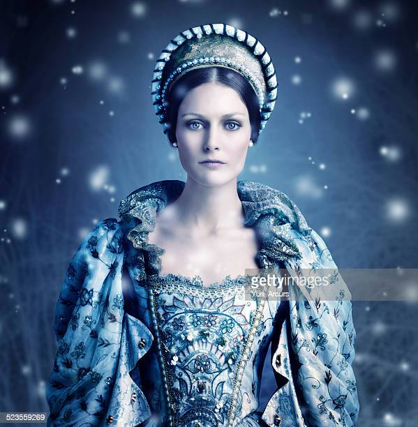 here comes winter - queen royal person stock pictures, royalty-free photos & images