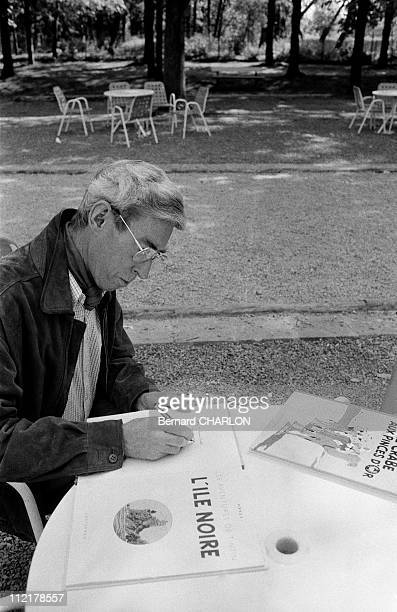 Herge draws on a table on May 13 1982 in BrusselsBelgium