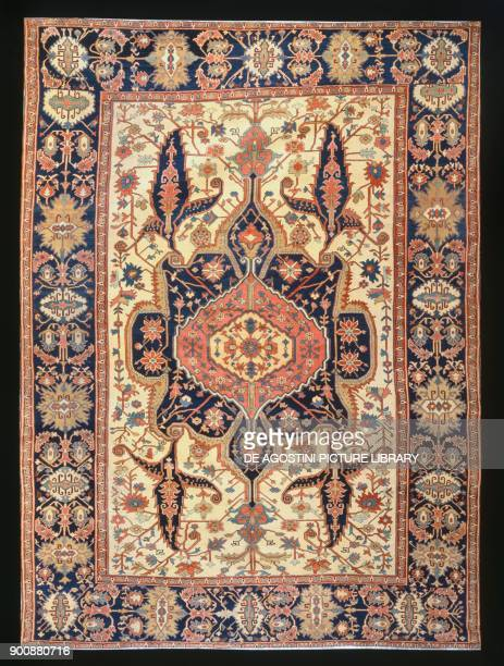 Heriz rug with stylized vegetable decorations 305x420 m Iran 19th century