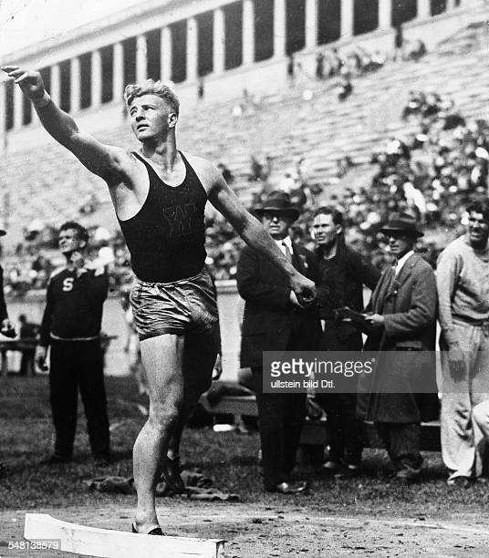 Herman Brix * Actor and Olympic silver medalist shot putter USA at a shot put competition undated probably 1930 Published by 'Berliner Montagspost'...