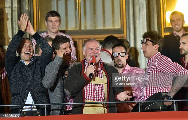 Hermann Gerland assistant coach of FC Bayern Muenchen celebrates with the players of FC Bayern Muenchen at the Rathaus on May 10 2014 in Munich...