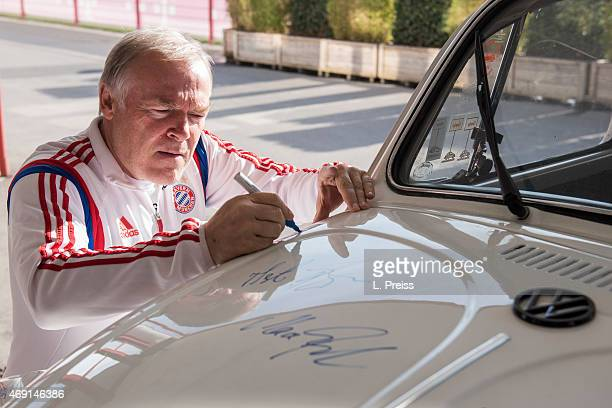 Hermann Gerland assistant coach of FC Bayern Muenchen signs a Volkswagen Beetle car for Borussia Neunkirchen on April 10 2015 in Munich Germany The...