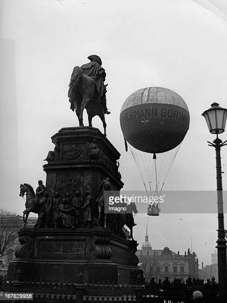 Hermann Goering free balloon rose on the occasion of the sixth street collection for the Winter Relief Staatsoper Unter den Linden and the statue of...