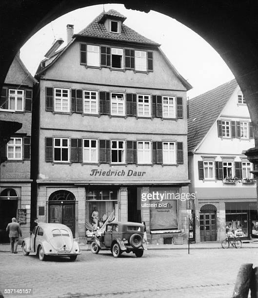 Hermann HesseHermann Hesse Schriftsteller D Hesses Geburtshaus in Calw 1956 Aufnahme Fritz Eschen