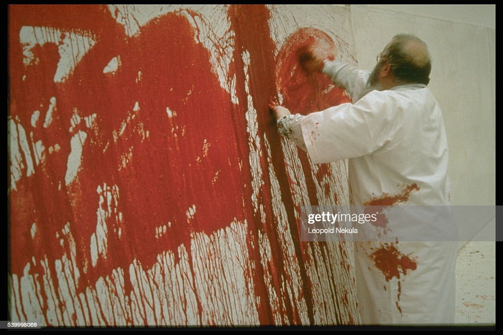 AUSTRIAN PAINTER H.NITSCH PAINTS WITH BLOOD : Foto di attualità