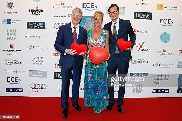 Hermann Reichenspurner Barbara Karan and Stephan Willems attend the 'Das Herz im Zentrum' Charity Gala on June 9 2016 in Hamburg Germany