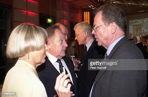 """Hermann Schreiber , Jürgen;Kellermeier ,;""""Verabschiedung D A G M A R B E R G H O F F"""",;NDR-Studio, Zigarette, rauchen, Brille,"""
