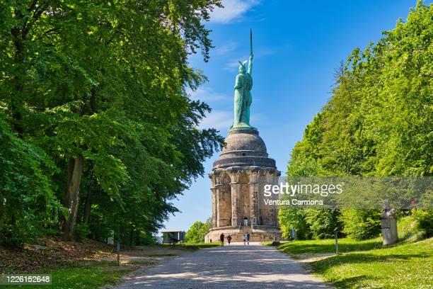 hermannsdenkmal monument from the back - detmold, germany - ニーダーザクセン州 ストックフォトと画像