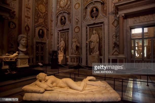 Hermaphrodite endormi' de Gian Lorenzo Bernini exposé à la Villa Borghèse à Rome Italie le 2 juin 1998