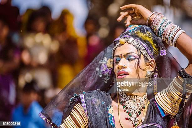 hermaphrodite indian dancer - intersex photos et images de collection