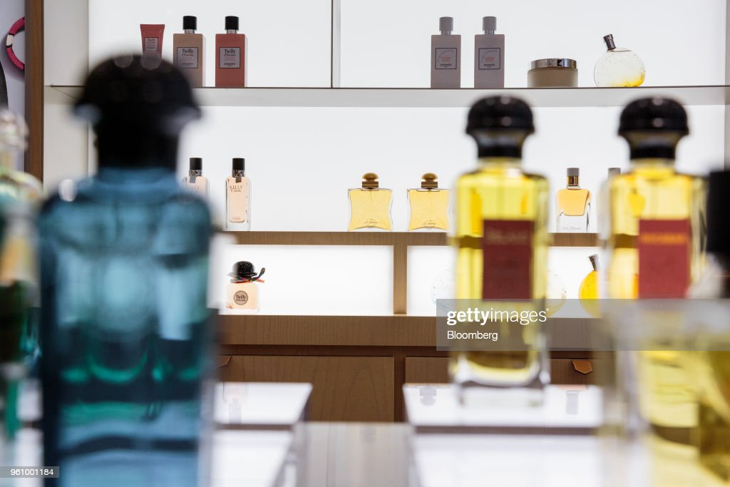 Saks Offers Facial Workouts, Threaded Brows In Cosmetics Redo : News Photo