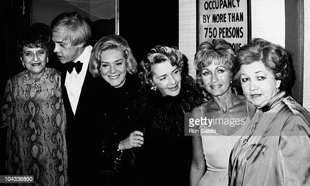Hermione Gingold Harry Rigby Alice Faye Ruby Keeler Jane Powell and Patsy Kelly attend the party for Harry Rigby on October 29 1973 at Essex House in...