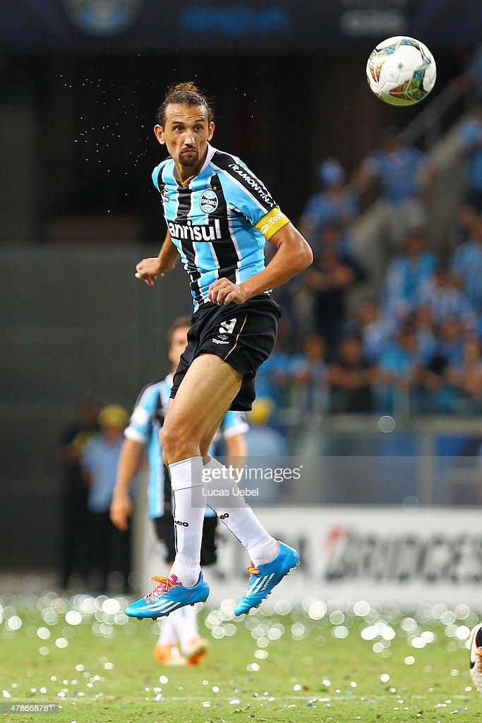 Hernan Barcos of Gremio runs for the ball during the Copa Bridgestone Libertadores 2014 match between Gremio v Newell's Old Boys (ARG) at Arena do Gremio Stadium on March 13, 2014 in Porto Alegre, Brazil.