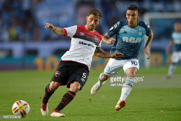 Hernan Bernardello of Newell's controls the ball under pressure of Ricardo Centurion of Racing Club during a match between Racing Club and Newell's...