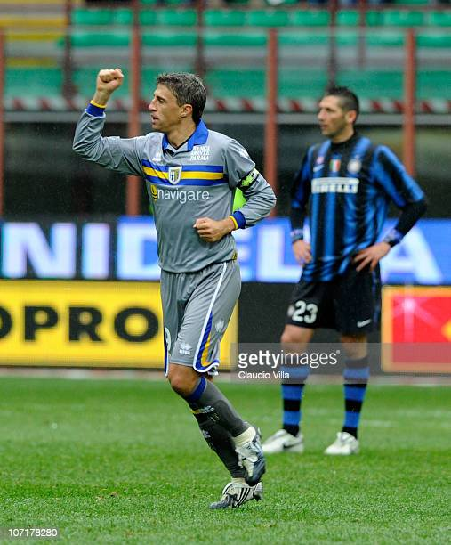Hernan Crespo of Parma FC celebrates scoring the first goal during the Serie A match between Inter and Parma at Stadio Giuseppe Meazza on November 28...