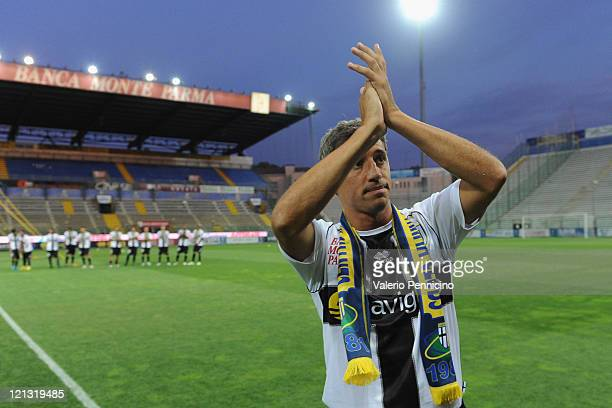 Hernan Crespo of Parma FC salutes the crowd prior to the pre season friendly match between Parma FC and Levante at Stadio Ennio Tardini on August 12...