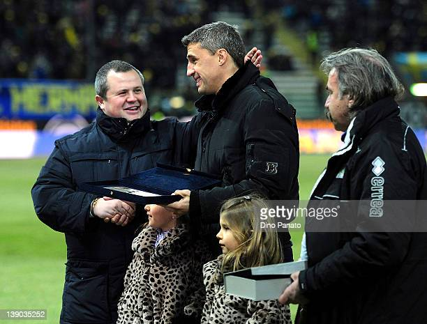 Hernan Crespo of Parma receives a plaque from Tommaso Ghirardi president of Parma before the Serie A match between Parma FC and Juventus FC at Stadio...