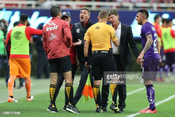 Hernan Cristante coach of Toluca discuss with the referee during the third round match between Chivas and Toluca as part of the Torneo Clausura 2019...