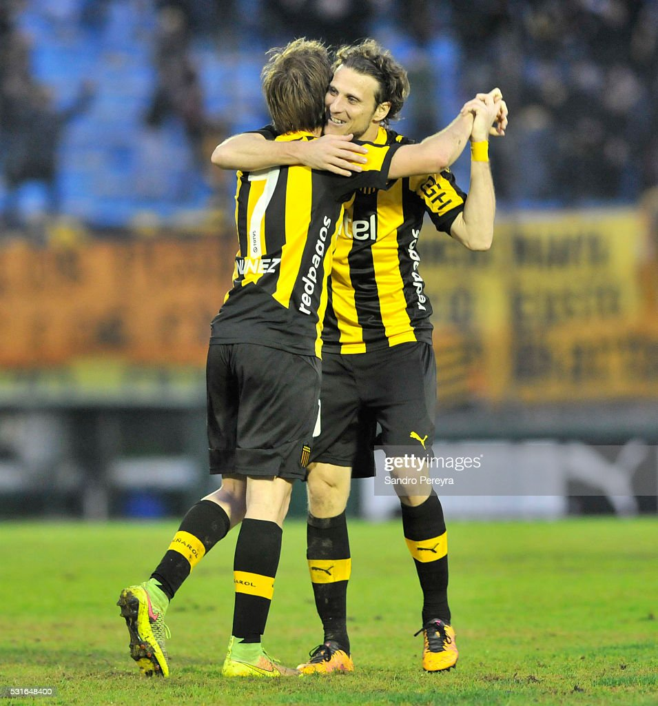 Hernan Novick and Diego Forlan of Peñarol celebrate the tying goal scored by Marcel Novick out of frame during a match between Peñarol and Nacional as part of Torneo Clausura 2016 at Centenario Stadium on May 15, 2016 in Montevideo, Uruguay.