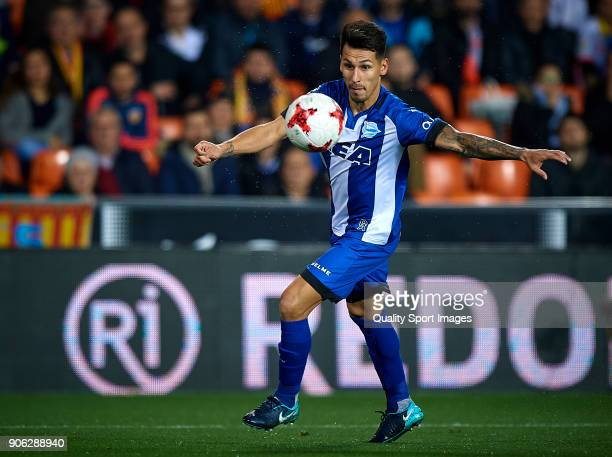 Hernan Perez of Alaves in action during the Copa Del Rey 1st leg match between Valencia and Alaves at Estadio Mestalla on January 17 2018 in Valencia...